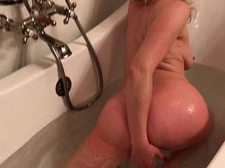 MILF in the bath fucks the delivery boy - Erin Electra
