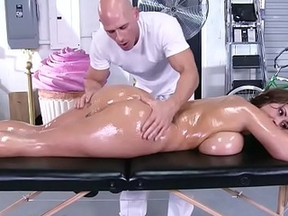 Brazzers - immodest masseur - (eva notty) - massive love muffins on the receptionist