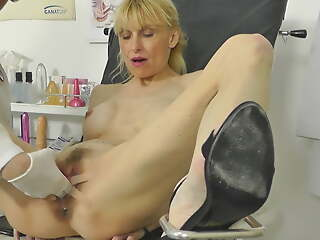 Hot MILF caught squirting forth gynochair with hidden cam