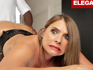 Sexy Susi is ready be fitting of her Anal Massage Therapy