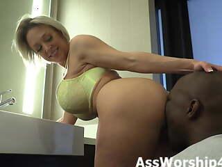 Worshiping Dee Williams ass