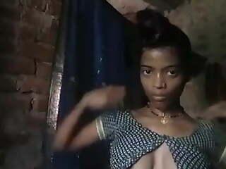 Regional Bhabhi Wearing Cloths damper Bthing