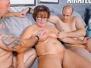 REIFE SWINGER - German BBW has threeway fun with hubby & neighbor