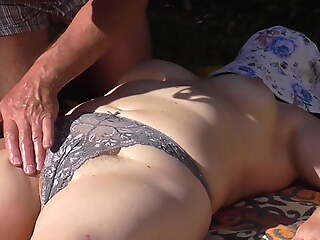 Rubbing forth sun screen