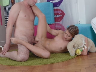 Anna sits with her man regarding her room as a virgin coupled with he the House about having sexual congress
