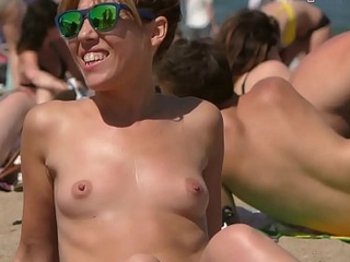 Nice babe Topless on the Beach