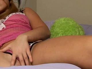 Pretty teen in homemade vagina seduction